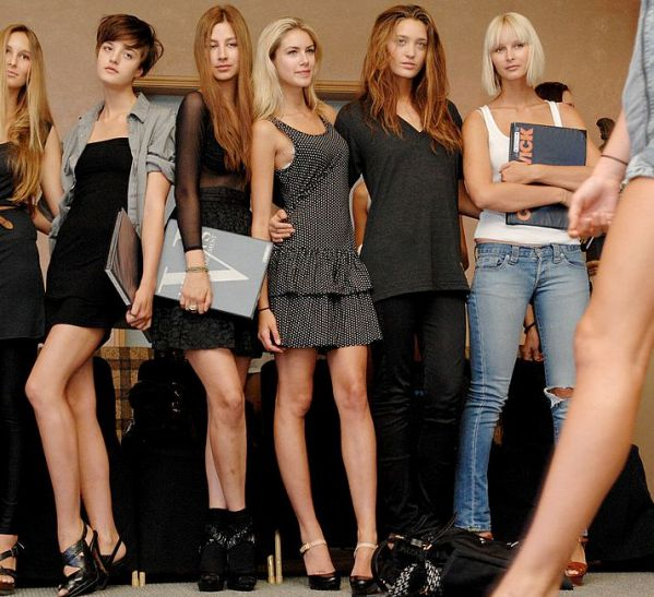 how to get signed with a modeling agency